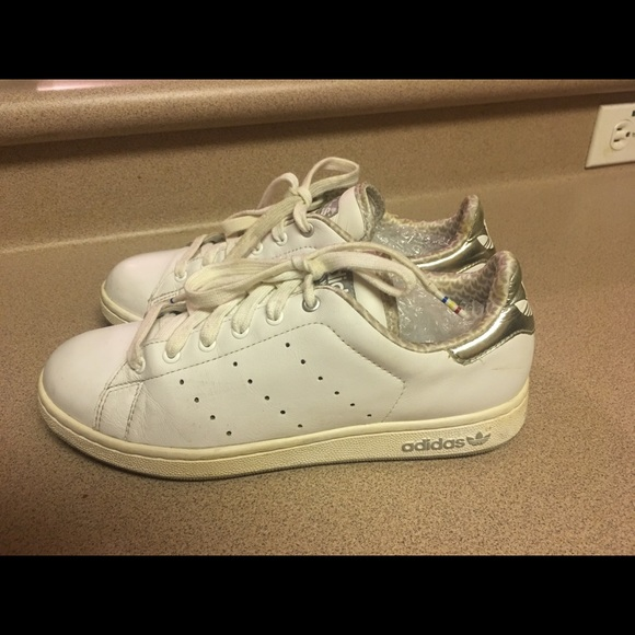 new styles a08c7 aa1b8 PreOwned Adidas Stan Smith White/Silver Women's 7